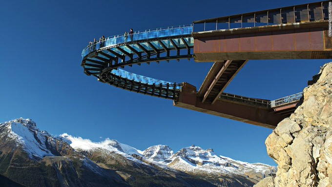 The glass-floored observation platform hovers 918 ft. above Sunwapta Valley and is the grand finale of the Glacier Skywalk interpretive experience.